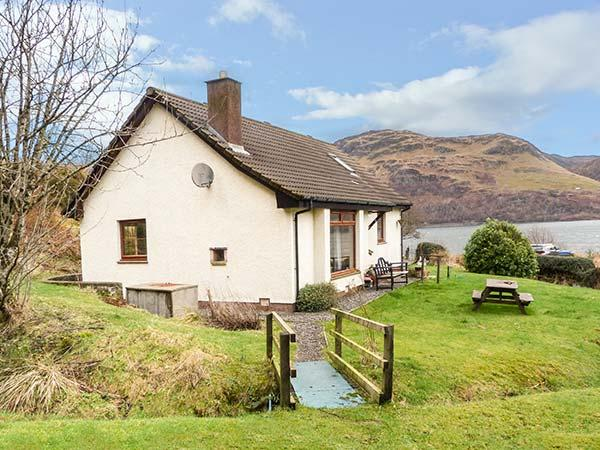 THE CABIN, fantastic views, pet-friendly, lots of walking opportunities, Dornie, Ref 925739 - Image 1 - Dornie - rentals