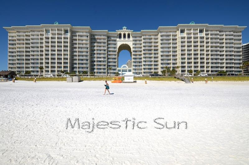 Majestic Sun has the perfect location providing unobstructed views of the Gulf of Mexico! - Come spend the holidays at the beach! - Destin - rentals