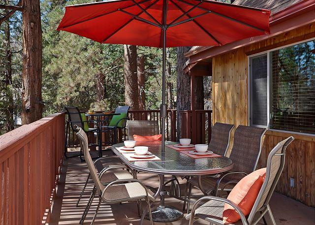 Side Deck - Cougar's Path Knotty Pine Mountain Home. - Idyllwild - rentals