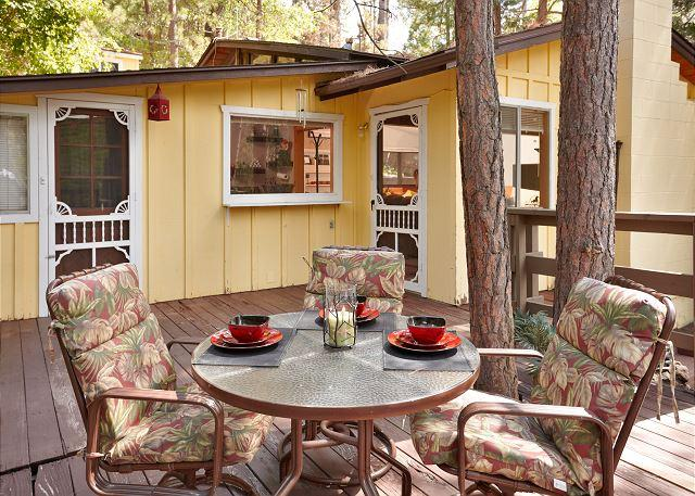 Patio deck with out door sitting - Charming Lemon Lily Cabin with Deck and Hot Tub - Idyllwild - rentals