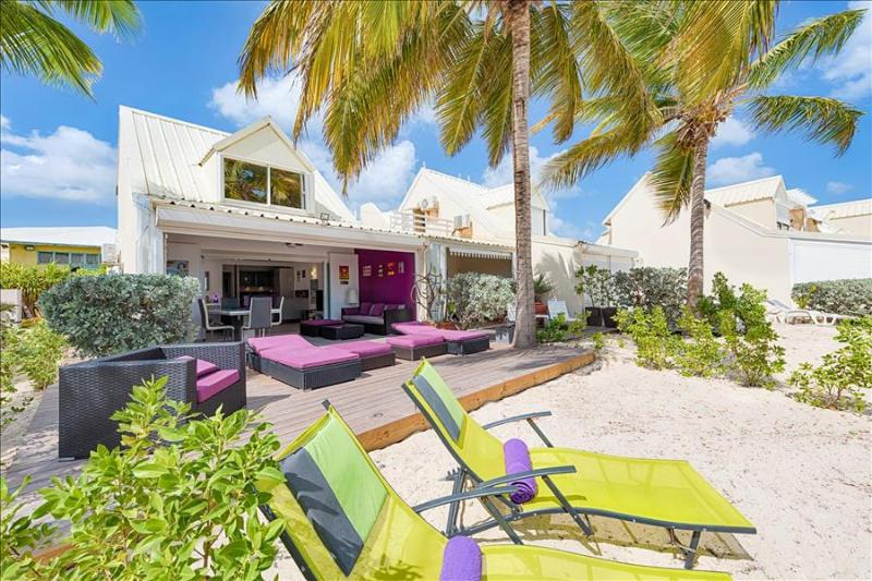 Charming beachfront apartment with a panoramic sea view - Image 1 - Nettle Bay - rentals