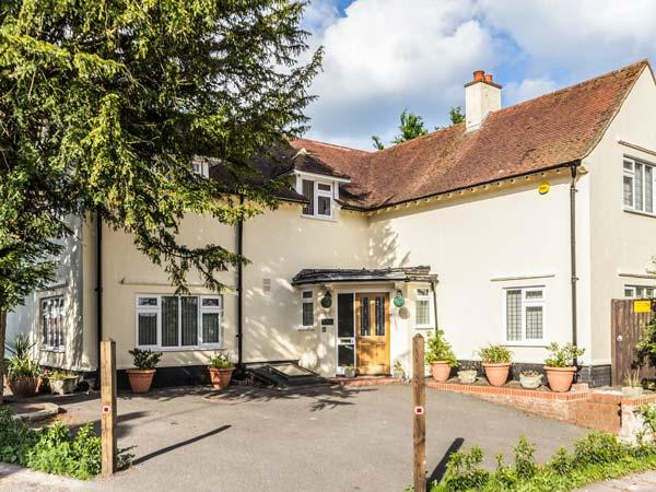 YEW TREE detached, four poster bed, en-suite, pet-friendly, WiFi, in Barfreston, Deal Ref 931341 - Image 1 - Deal - rentals
