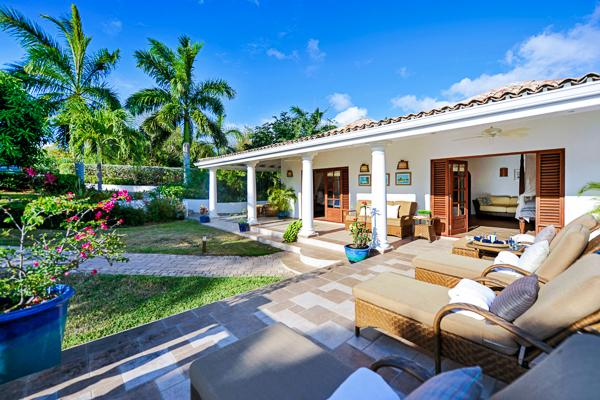 Enjoy sunset views of the Caribbean and Baie Longue Beach from the outdoor entertainment area. C MER - Image 1 - Baie Longue - rentals