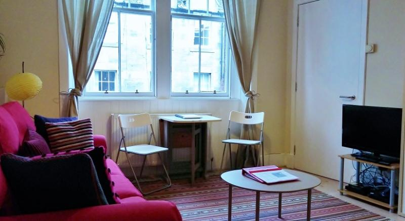 Modern 1 bed, Royal Mile apartment - Image 1 - Edinburgh - rentals