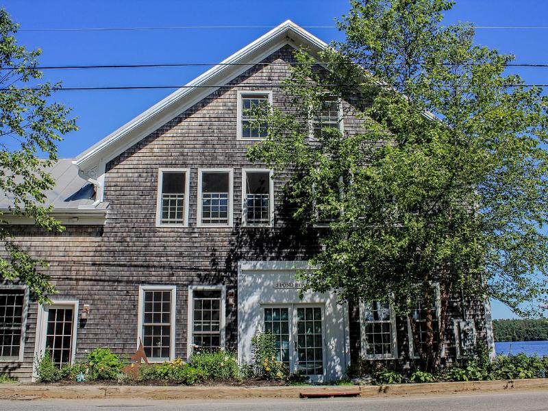 SPECTACULAR WATER VIEWS FROM EVERY SIDE - Image 1 - Damariscotta - rentals