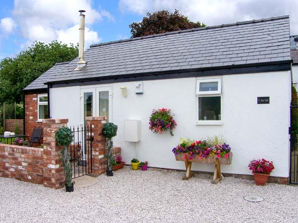THE OLD STABLE, pet-friendly single-storey cottage, open plan, breakfast available, Penymyndd, Mold Ref 903969 - Image 1 - Mold - rentals