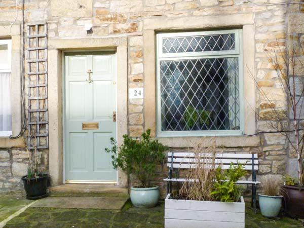 WOODMAN COTTAGE town centre, woodburning stove, romantic retreat in Skipton Ref 915586 - Image 1 - Skipton - rentals