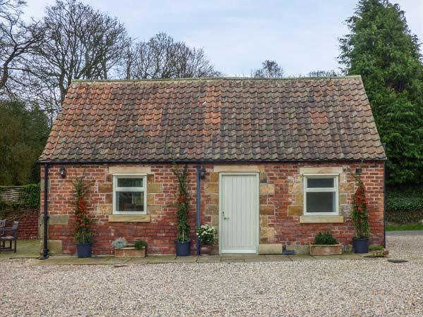 SOMERSET COTTAGE, pet friendly, character holiday cottage, with a garden in Great Ayton, Ref 917836 - Image 1 - Great Ayton - rentals