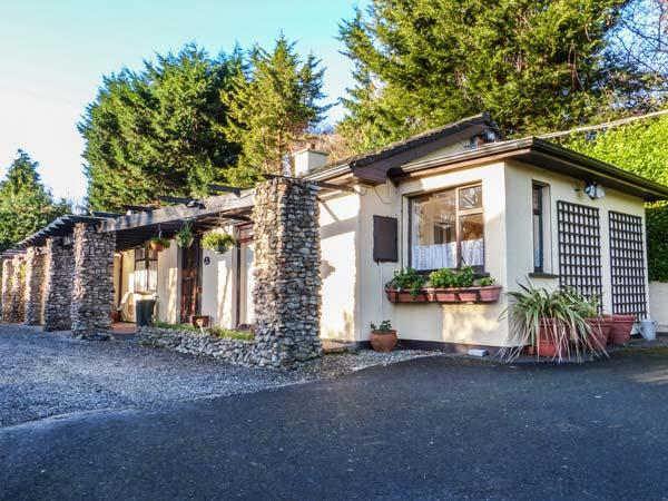 TREETOPS, semi-detached, single-storey, WiFi, off road parking, patio, near Bray, Ref 923024 - Image 1 - Bray - rentals