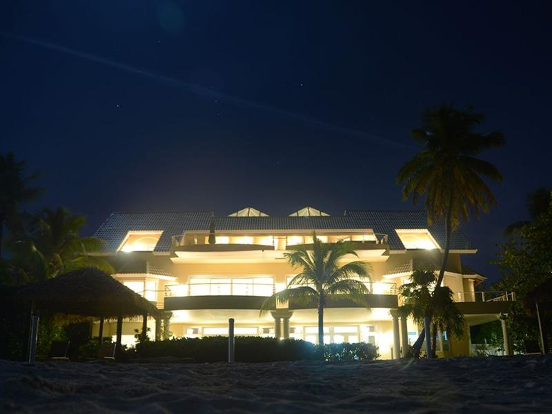 Majestic Luxury Private Home On Seven Mile Beach - Image 1 - George Town - rentals