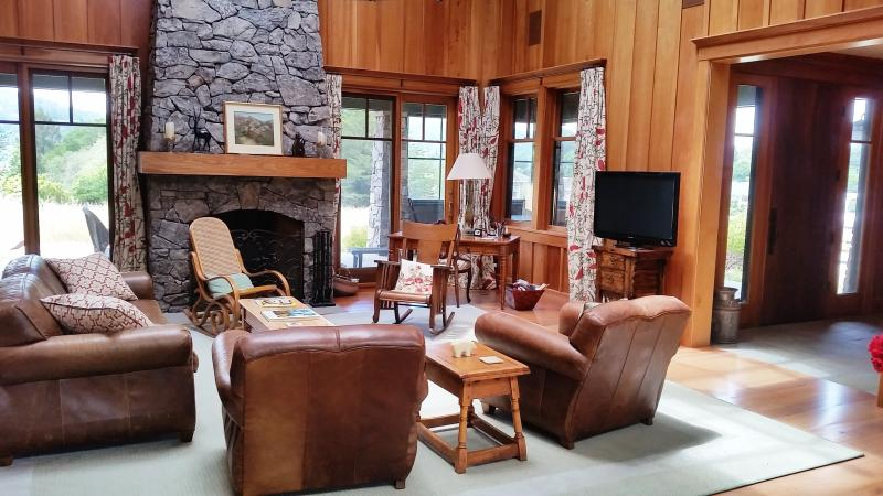 Stunning & Grand Four Bedroom, Views, Walk to Town - Image 1 - Point Reyes Station - rentals