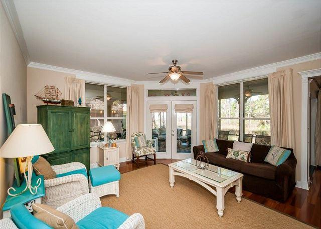 Spacious Living Room - Cozy Serene Cottage in Baypines. Free Golf at The Raven! - Destin - rentals