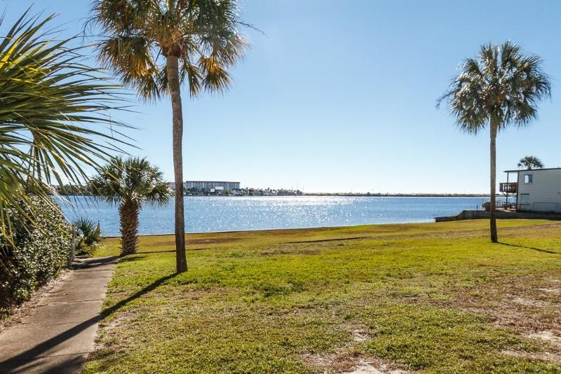 """Sea Palms Unit 4E, Beautiful unit on the Inter Coastal Waterway!  Pet Friendly! - Image 1 - Fort Walton Beach - rentals"