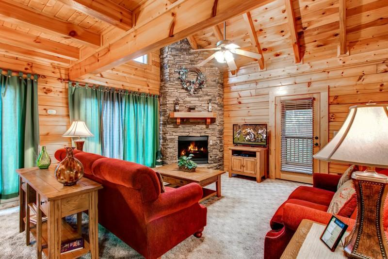 Living Area of Cabin in Pgieon Forge - WINE DOWN - Pigeon Forge - rentals