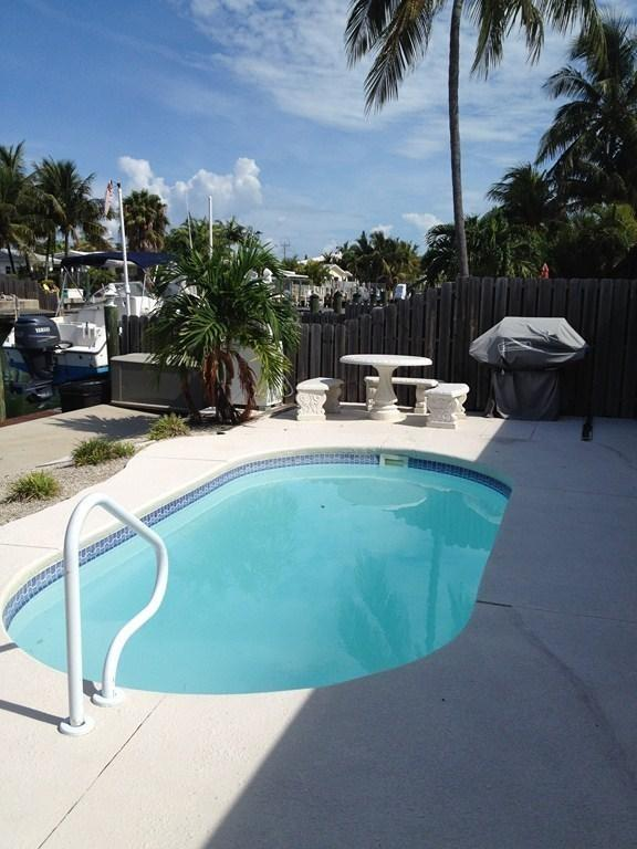 Nice Heated Pool, 2 lounge chairs, Gas Grill & 38' Dock overlooking canal - KEY COLONY BCH - POOL - BEACH - 12/3-12/9 **995 WK - Key Colony Beach - rentals