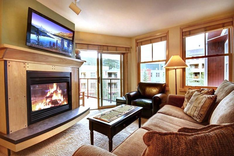The Living Room with large Queen Sleeper Sofa and leather Chair/Ottoman. - 2-Bdrm, Balcony, WiFi, Hot Tubs, Pool, near Lifts - Keystone - rentals