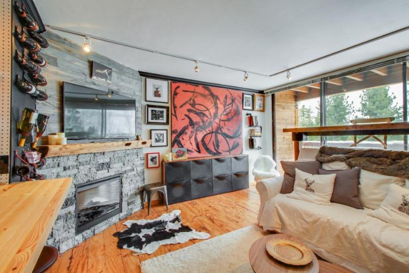 Stylish ski-in/ski-out condo with access to resort pools, hot tubs, and a gym! - Image 1 - Truckee - rentals