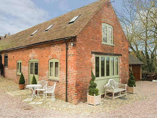 HAM'S HOUSE barn conversion, romantic, woodburning stove, views, WiFi in Cleobury Mortimer Ref 932412 - Image 1 - Cleobury Mortimer - rentals
