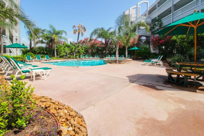Fantastic condo on the Gulf w/shared pools & beach access! - Image 1 - Galveston Island - rentals
