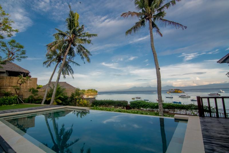 Tropical Paradise - Rumah Kayu Beautiful 4 Bedroom Beachfront Villa - Nusa Lembongan - rentals