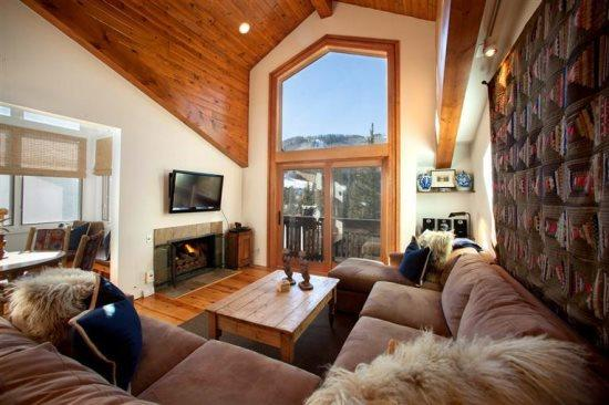 Enjoy this delightful 2 bedroom condo next to Vail Village, with fantastic views of Vail Mountain. - Image 1 - Vail - rentals