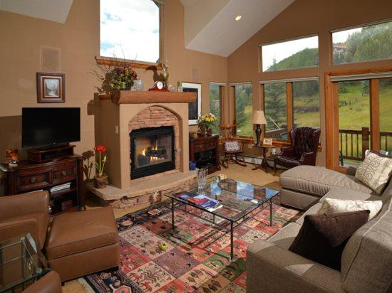 Terrific 3 bedroom vacation home that is loaded with high-end finishes. - Image 1 - Vail - rentals