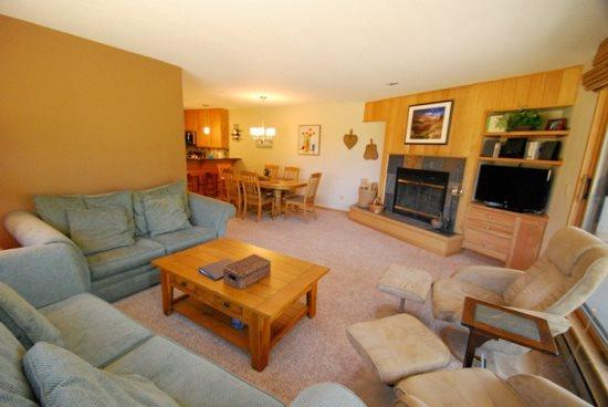 Ski Run Condominiums 404 - Completely remodeled, walk to slopes, ski area views! - Image 1 - Keystone - rentals