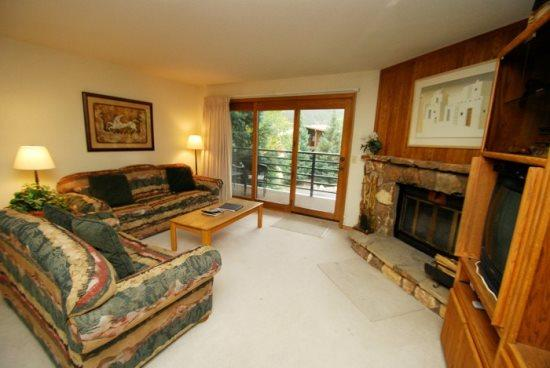Snowdance Manor 307 - Walk to slopes, indoor pool and hot tub, Mountain House! - Image 1 - Keystone - rentals