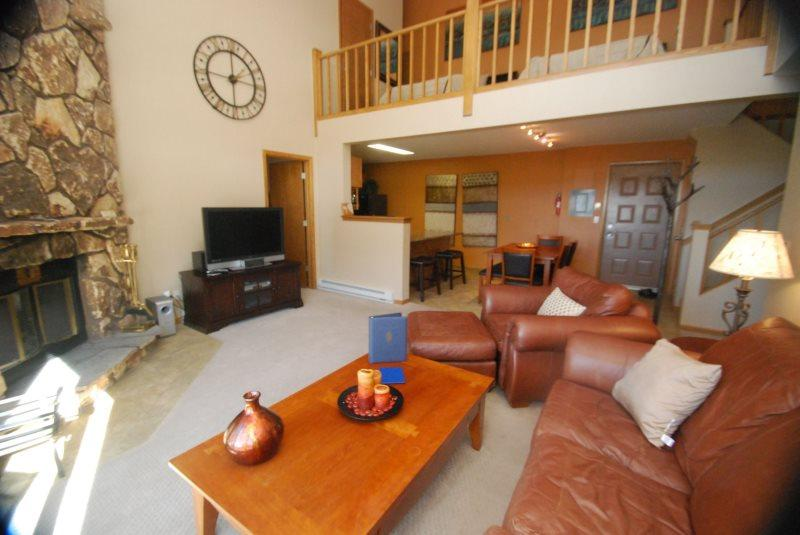 Snowdance Manor 409 - Walk to slopes, indoor pool and hot tub, Mountain House! - Image 1 - Keystone - rentals