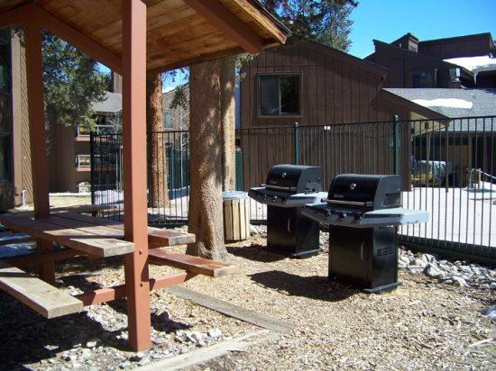 Wild Irishman 1029 - Sleeps 6, on shuttle route, outdoor heated pool and hot tub on site! - Image 1 - Keystone - rentals