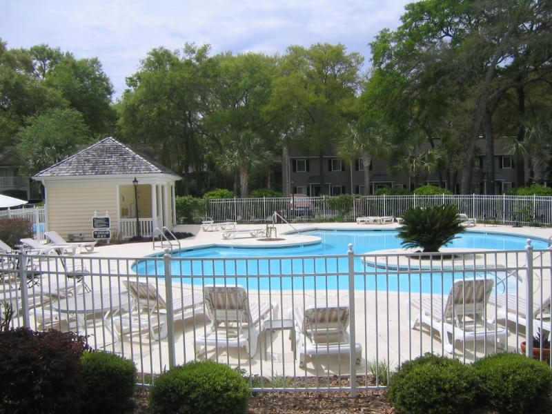 Front heated pool - Comfy Condo, Great Location!! Bikes included. - Saint Simons Island - rentals