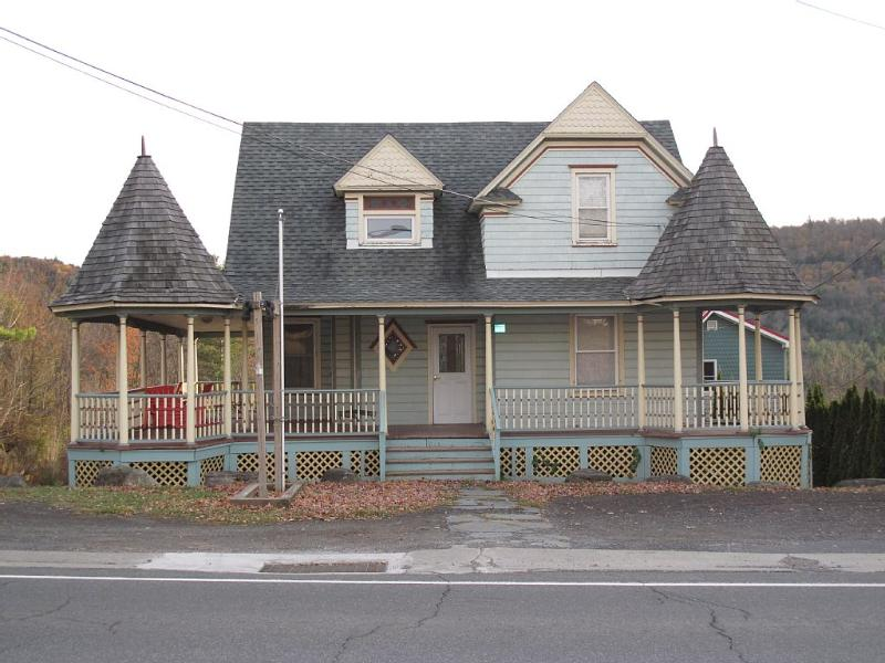 Updated 6 BR Vacation Home, Sleeps 23 - Image 1 - Tannersville - rentals