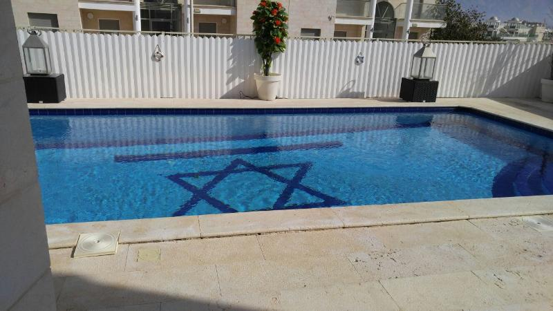 3br Seaview Holiday home, private pool close 2 sea - Image 1 - Eilat - rentals