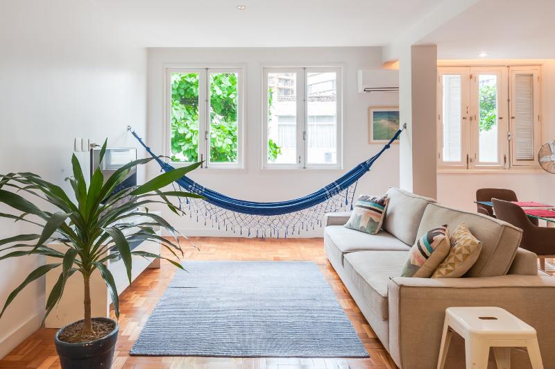 Bright & Cheery 2 Bedroom Apartment in Leblon - Image 1 - Rio de Janeiro - rentals