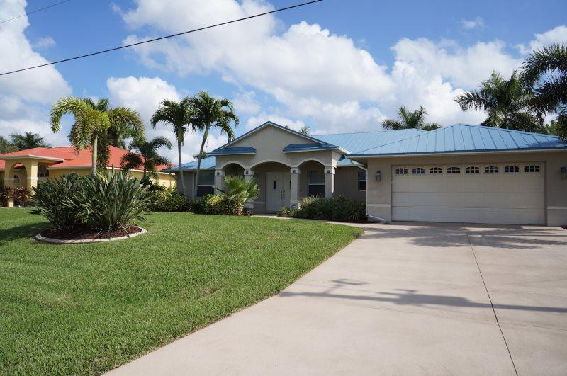Sol Mate - Cape Coral 3b/2ba deluxe home w/electric heated pool, contemporary furnished, gulf access canal, near Cape Harbor, HSW Internet, Boat Dock wth Lift - Image 1 - Cape Coral - rentals