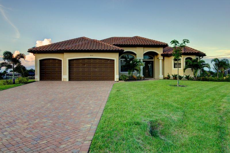 Rosalinda - Cape Coral 3b/3,5ba luxury home w/electric heated pool/spa, gulf access canal, wide intersection canal, outside kitchen, HSW Internet, - Image 1 - Cape Coral - rentals