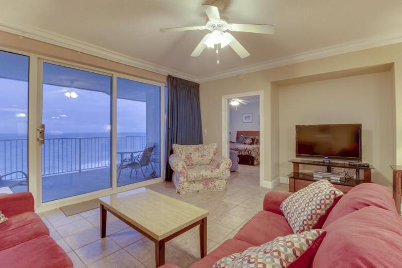 Penthouse condo on oceanfront w/ Gulf views, shared hot, pool & more! - Image 1 - Panama City Beach - rentals