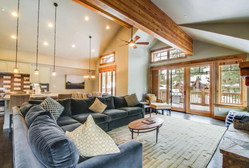 Mountain view home w/private hot tub, shared pool & more! Dogs ok! - Image 1 - Truckee - rentals
