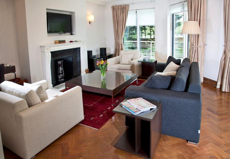 Three-Bedroom Duplex with Garden View - Image 1 - London - rentals