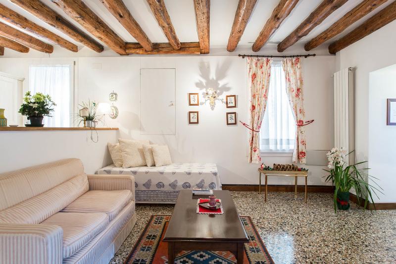 Living Room - Elegant apartment with garden - Venice - rentals