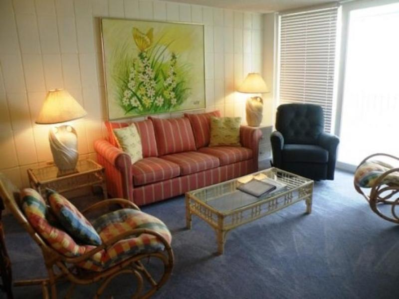 Retro-chic waterfront condo w/Gulf views, beach access & shared pool! - Image 1 - South Padre Island - rentals