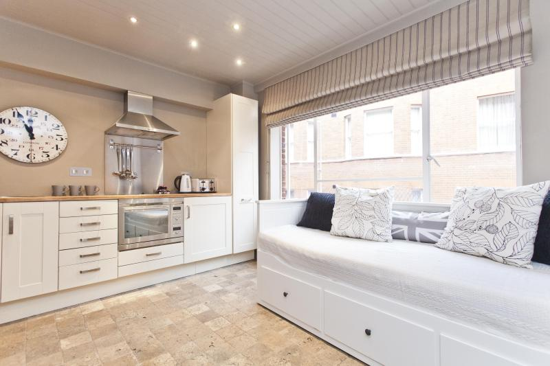One Fine Stay - Buckingham Gate Studio II apartment - Image 1 - London - rentals