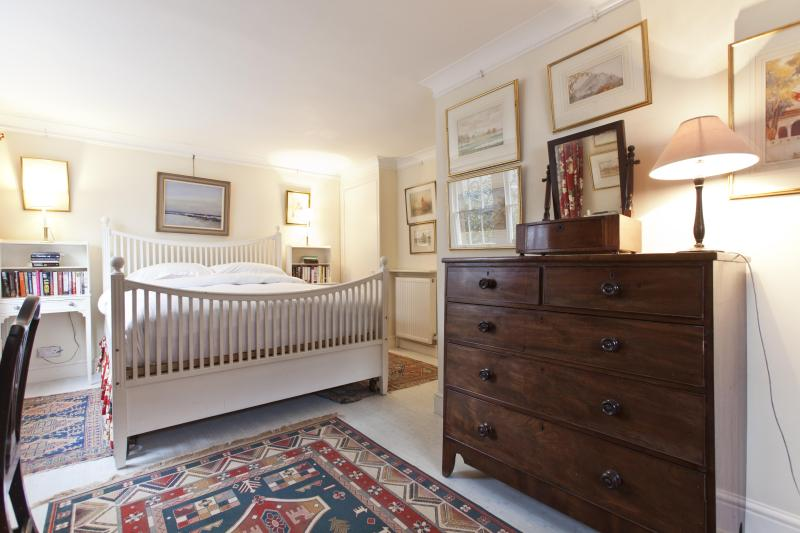 One Fine Stay - Cambridge Street apartment - Image 1 - London - rentals