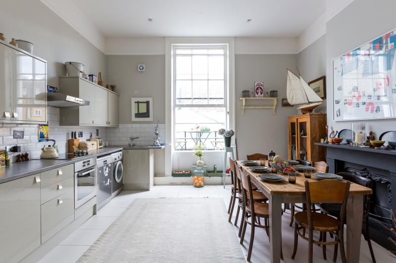 One Fine Stay - Chepstow Road IV apartment - Image 1 - London - rentals