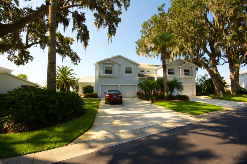 Unit is located on ground floor - Disney.. Golf.. View.. Low rates..You have it all! - Orlando - rentals