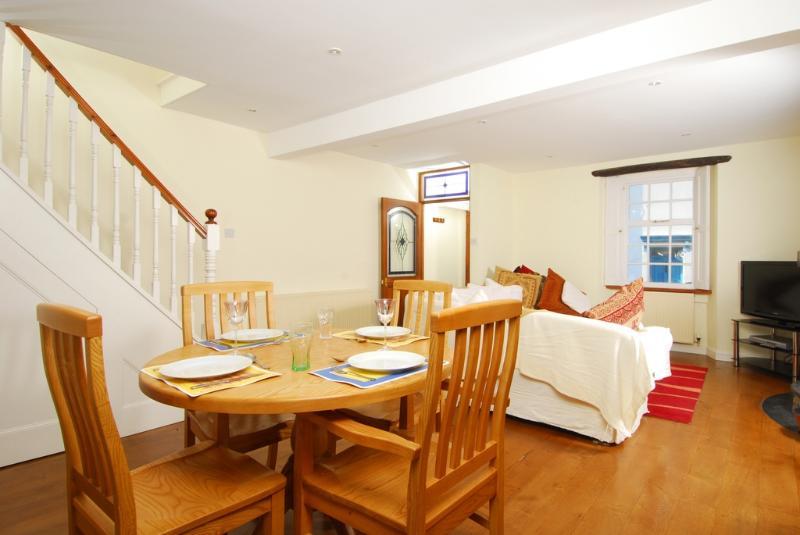Dipley Cottage located in Brixham, Devon - Image 1 - Brixham - rentals