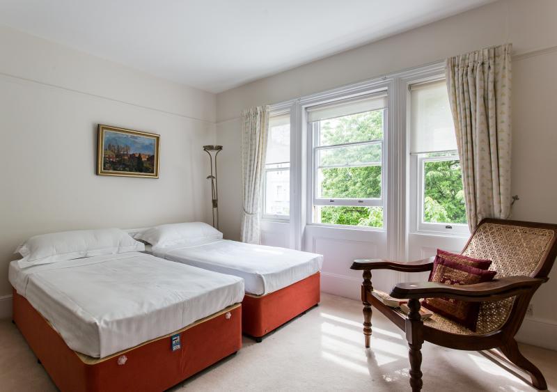Elgin Crescent VIII - Image 1 - London - rentals