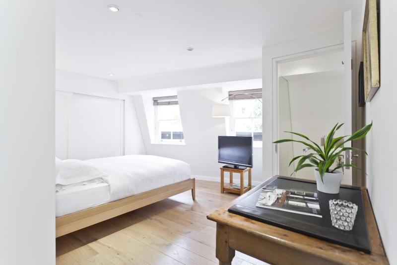 onefinestay - Ensor Mews II apartment - Image 1 - London - rentals