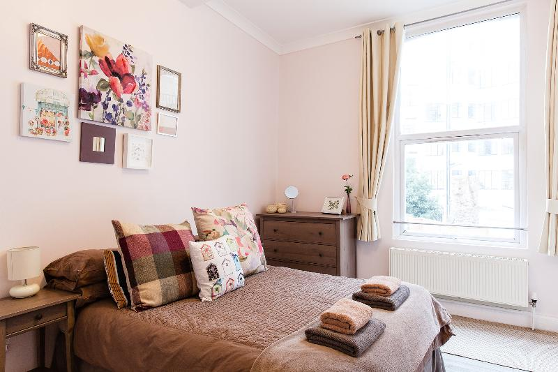 Light and spacious double bedroom 1st - 30% DISCOUNT! - Superb Apartment - Free Wifi - London - rentals