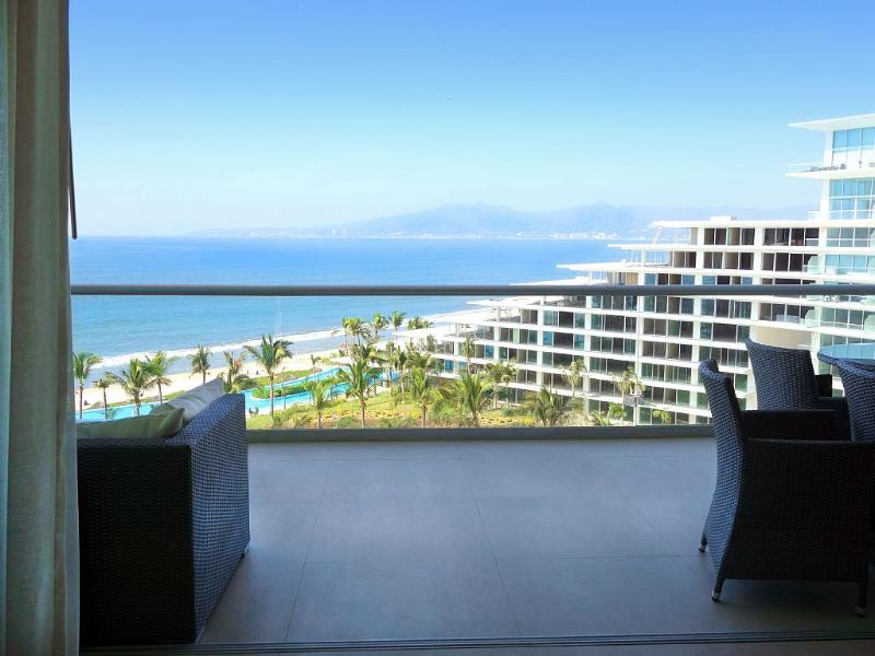 8th Floor Oceanfront Luxury Condo - Image 1 - Nuevo Vallarta - rentals